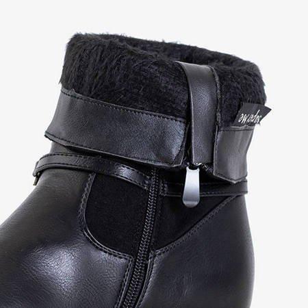 Черные женские сапоги с декоративной цепочкой Yomecia - Обувь