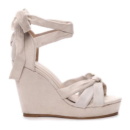Beżowe sandały na koturnie Matilda- Obuwie