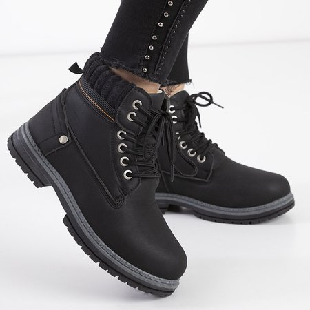 Черные женские утепленные сапоги от Magiten - Обувь