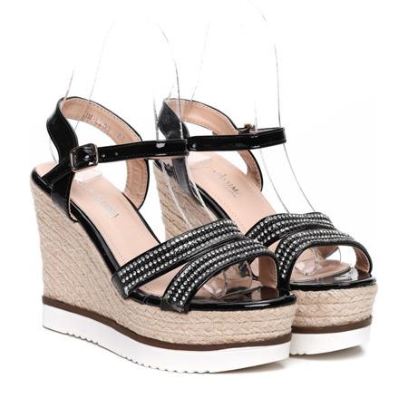 Czarne sandały na koturnie Kassidy- Obuwie