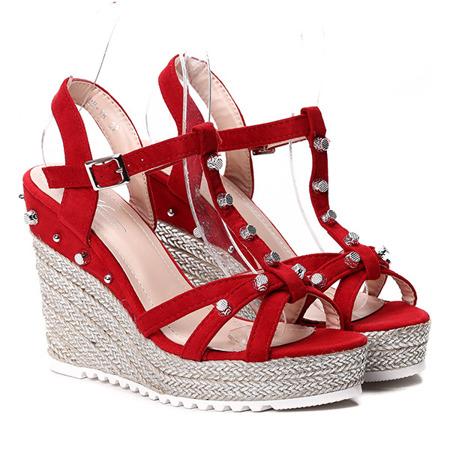 Czerwone sandały na koturnie - Obuwie