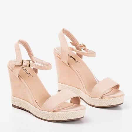 OUTLET Светло-розовые женские босоножки на танкетке Zaseli - Обувь