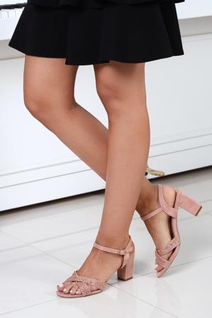 Różowe sandały na słupku Arteniza - Obuwie
