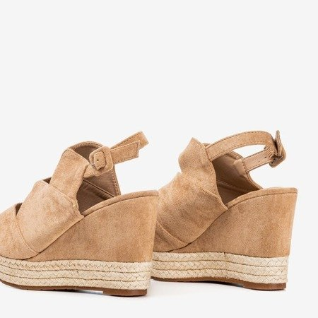 Бежеві жіночі босоніжки на клині Orsa - Взуття 1