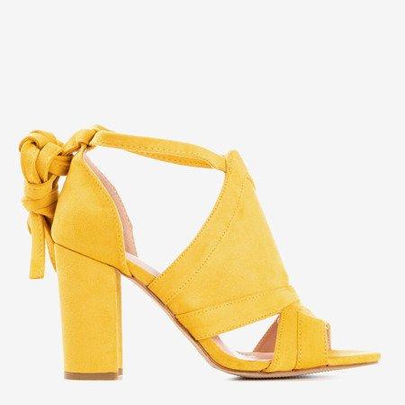 Босоніжки з гірчиці на верхній посаді з верхньою ластиною - Взуття 1