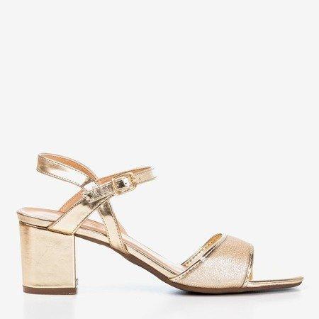 Золоті жіночі босоніжки на низькій посаді Vivianne - Взуття 1
