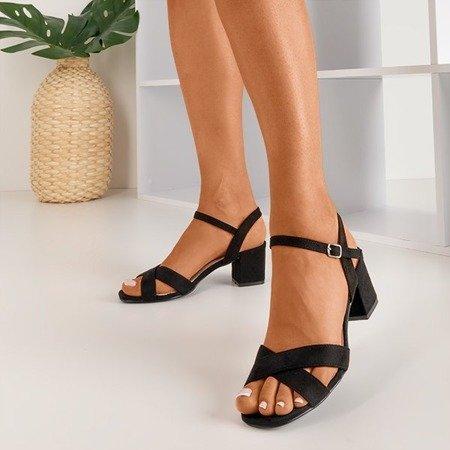Чорні босоніжки на низьких підборах від Jonila - Взуття
