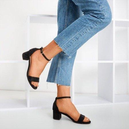 Чорні жіночі босоніжки на низькому каблуці Перше кохання - Взуття 1