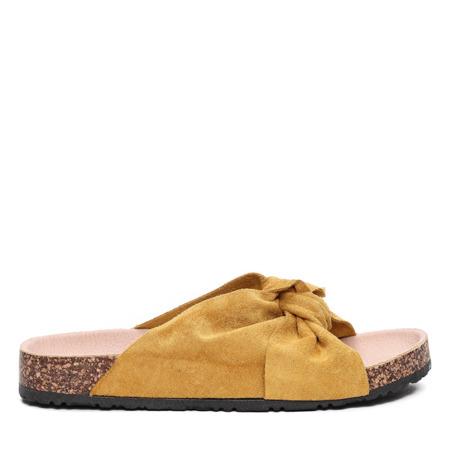 Żółte klapki- Obuwie